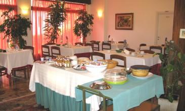 Sala colazione e bar interno
